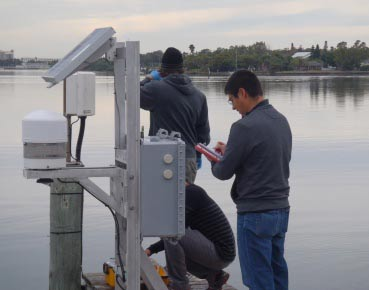 WaterLOG-USF-abnd-FFandW-Collecting-fDOM-Samples.jpg