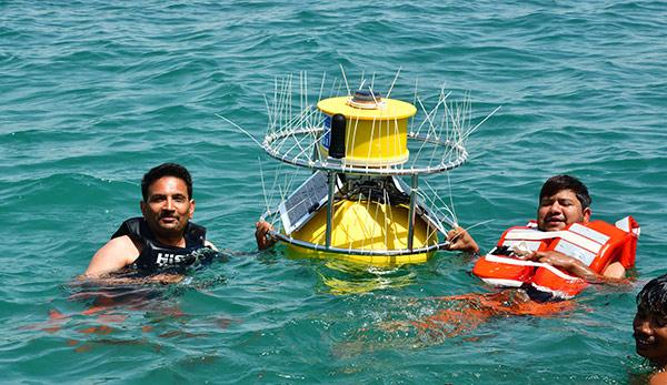 Monitoring Buoy   EMM68 Coastal Buoy   YSI