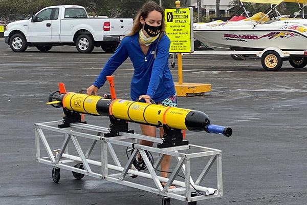 Deploying an AUV   YSI EcoMapper Study   Autonomous Underwater Vehicle Applications