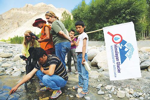 Waterkeepers-School-Testing-Water.jpg